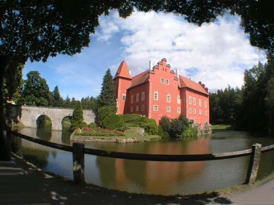 捷克红色童话城堡