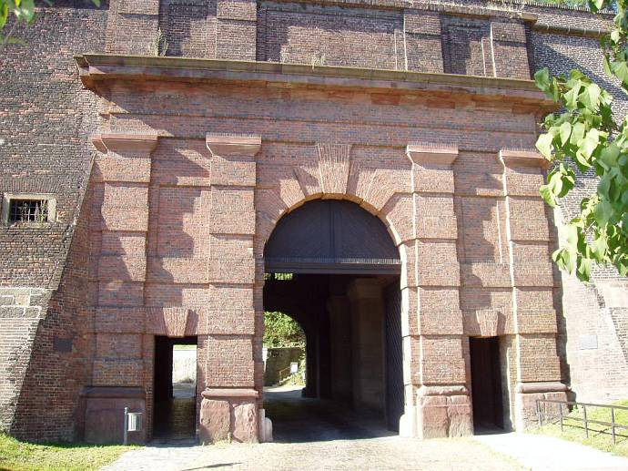 高堡岩石(Cihelná brána)