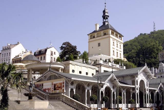 城堡塔、城堡温泉迴廊 和  市场温泉长廊 (Zámecká věž  、 Zámecká Kolonáda 和 Tržní Kolonáda)